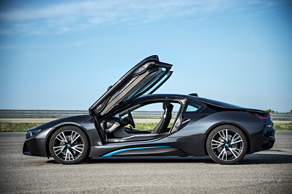 BMW i8 plug-in hybride sportcoupe side open