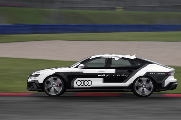 Audi RS 7 Concept Piloted Driving side