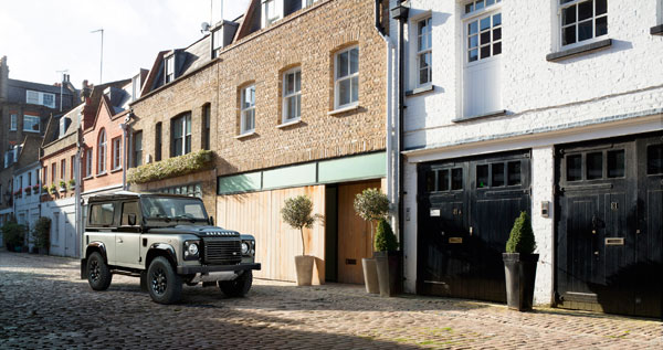 Land Rover Defender Autobiography street