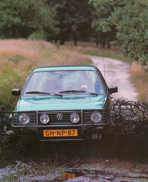 VW Golf Country front action