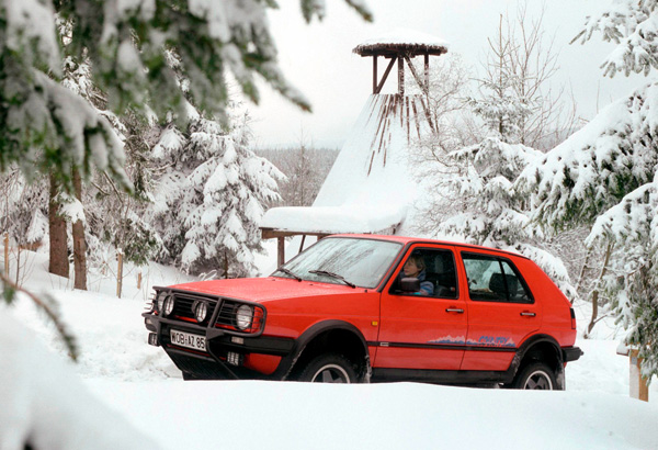 VW Golf Country snow