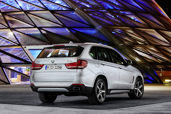 BMW X5 xDrive40e 3kwback still