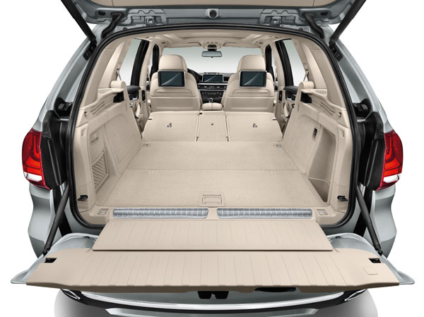 BMW X5 xDrive40e trunk