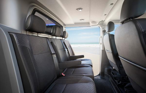 Opel vivaro surf concept lifestyle combi voor sport en for Interieur opel vivaro