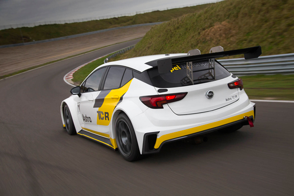 Opel Astra TCR back3kw dynamic