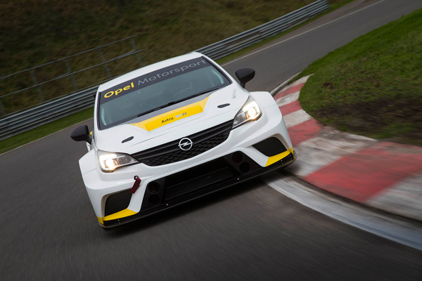 Opel Astra TCR front dynamic