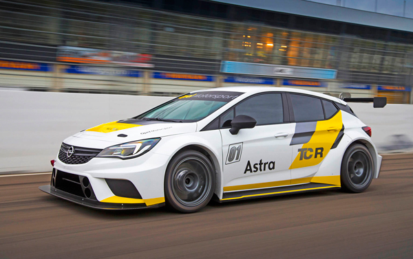 Opel Astra TCR side dynamic