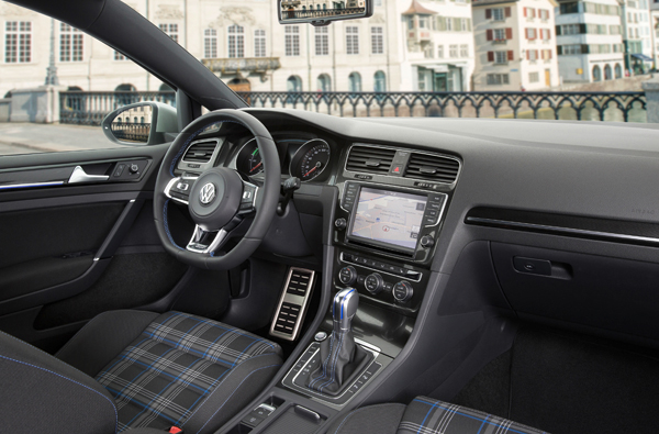 VW Golf GTE Connected Series interior