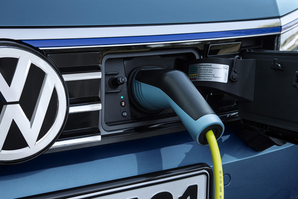 VW Passat GTE Connected Series charging2