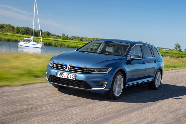 VW Passat GTE Connected Series dynamic2