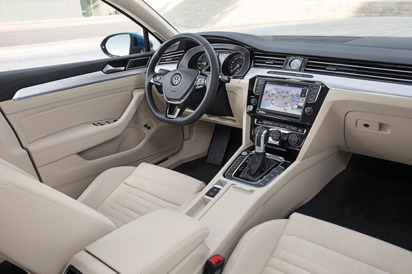 VW Passat GTE Connected Series interior