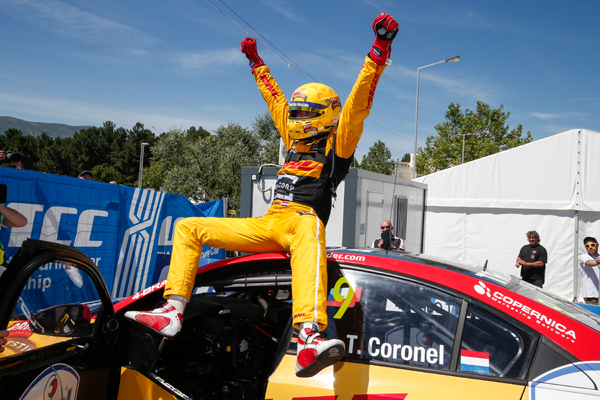 Tom Coronel WTCC Portugal zege Tom happy