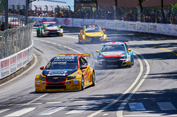 Tom Coronel WTCC Portugal zege action