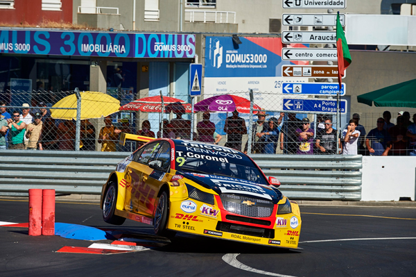 Tom Coronel WTCC Portugal zege action front