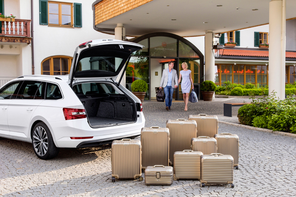 Skoda Superb Combi suitcases