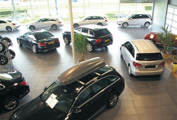 Woltinge-Autos-showroom