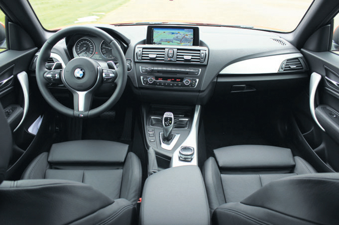 Toon items op tag bmw testverslagen autoplus for Serie 1 interieur