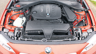 BMW 2 Serie Coupe motorcompartiment