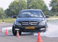 Mercedes-Benz C Klasse Coupe test slalom