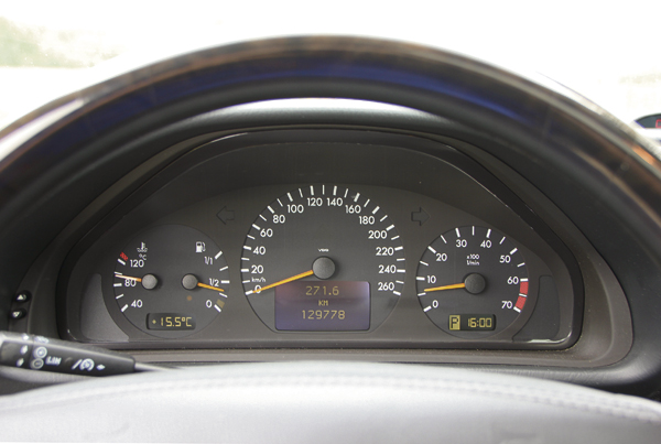 Mercedes-Benz-CLK430 clocks