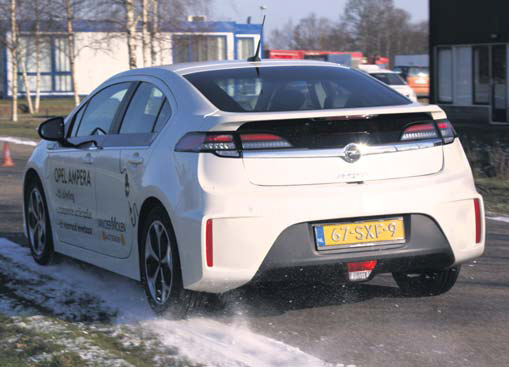 Opel Ampera test back