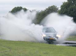 Opel Meriva test waterbak