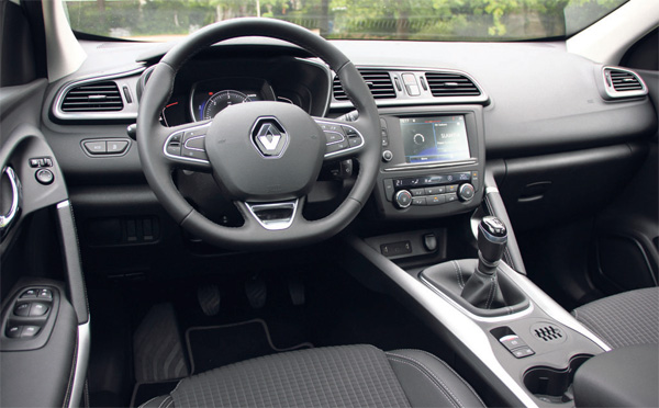 Drei kompakte suvs im test bilder of interieur renault for Interieur renault kadjar