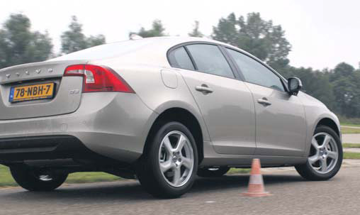 Volvo S60 test slalom back
