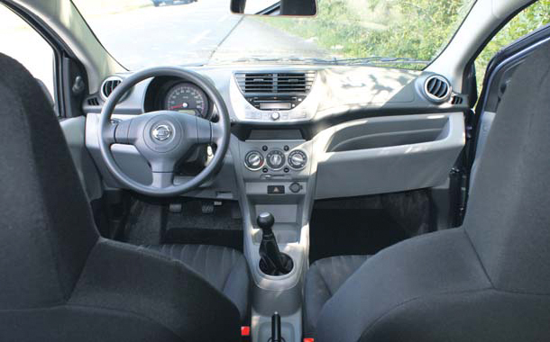 Nissan Pixo test interieur