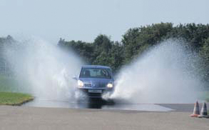 Nissan Pixo test waterbak