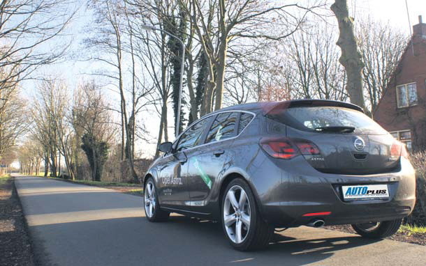 Opel Astra 1.6 Turbo test back