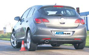 Opel Astra 1.6 Turbo test slalom