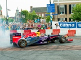 Formule 1 demo in de straten van Assen Centrum