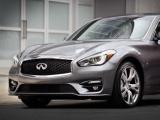 De gedurfde premium vierdeurs sedan komt beschikbaar op alle wereld markten