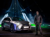 will.i.am musiceert met de Lexus NX (video)