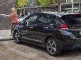 Primeur: Nissan LEAF deelauto voorziet wijk van groene stroom