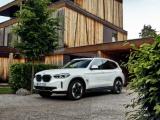 De geheel nieuwe BMW iX3. Standaard zeer rijk uitgerust.