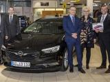 Mijlpaal: 1.111.111e Opel Insignia aan klant overhandigd