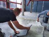 Jaap Dik Auto's in Assen kiest voor een vloer van Ommer Bedrijfsvloeren!