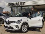 Renault overhandigt gloednieuwe CAPTUR E-TECH Plug-in Hybrid aan winnaar 'The voice of Holland'