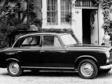 Speciale aandacht voor de coupés en cabriolets op de stand van Peugeot op Rétromobile