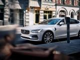 Volvo Cars roept automotive industrie op elektrisch laden te standaardiseren