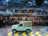 We eren de legende: laatste Land Rover Defender van band gerold in Solihull