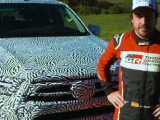 Vernieuwde Toyota Hilux getest door Fernando Alonso