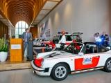Frits van Bruggen opent tentoonstelling Rijkspolitie Porsche