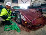 Al drie van acht historische Corvettes gered uit 10 meter sinkhole