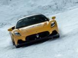 Krachtige MC20 op sneeuw
