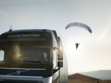 Spectaculaire Volvo Trucks Live Test 'The Flying Passenger'
