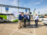 Eerste van 1.000 extra openbare laadpalen in Groningen en Drenthe feestelijk onthuld op P+R Hoogkerk