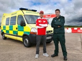 Sebastian Vettel wisselt van baan met ambulancechauffeur